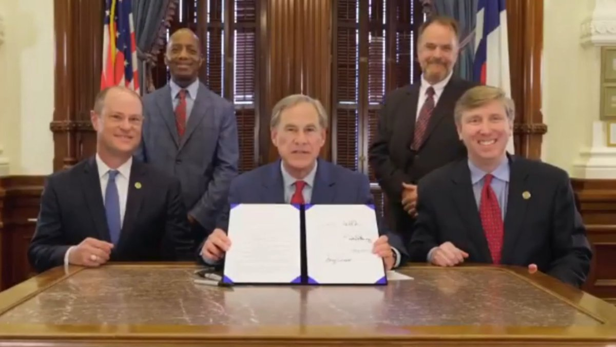 Abbott signs 1836 project promoting Texas History education