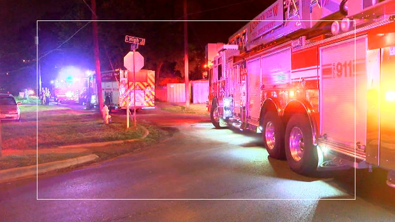 Crews extinguish early morning house fire in Longview