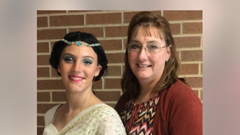 Heather Moore dressed as Princess Jasmine with her mother Paula Moore.