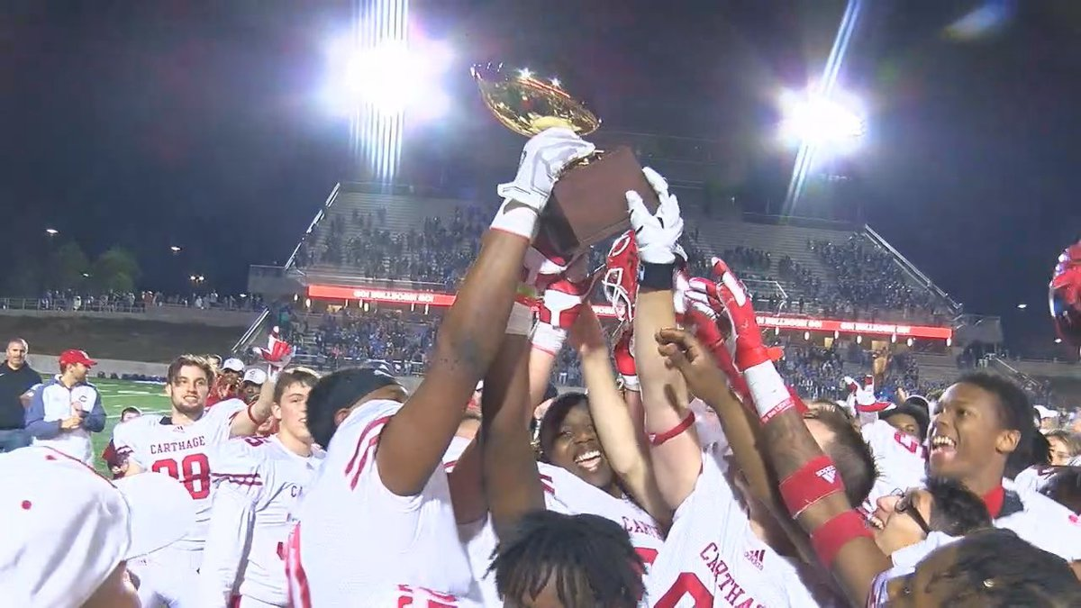 The Carthage Bulldogs celebrate their 4A DI Semifinal victory over Lampasas (Source: KTRE Sports)