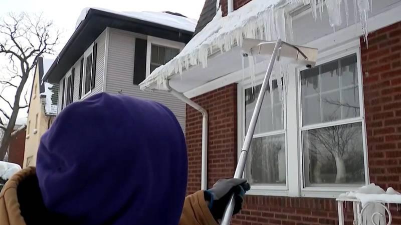Snow rake used on ice dams in Oawlawn IL.