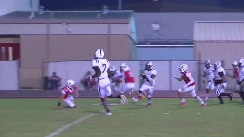 WATCH: Grapeland's Cadarian Wiley runs past Groveton defense for touchdown