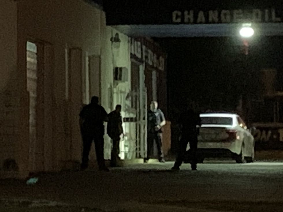 Tyler police, Smith Co. Sheriff's deputies attempt to get anyone inside auto shop building...