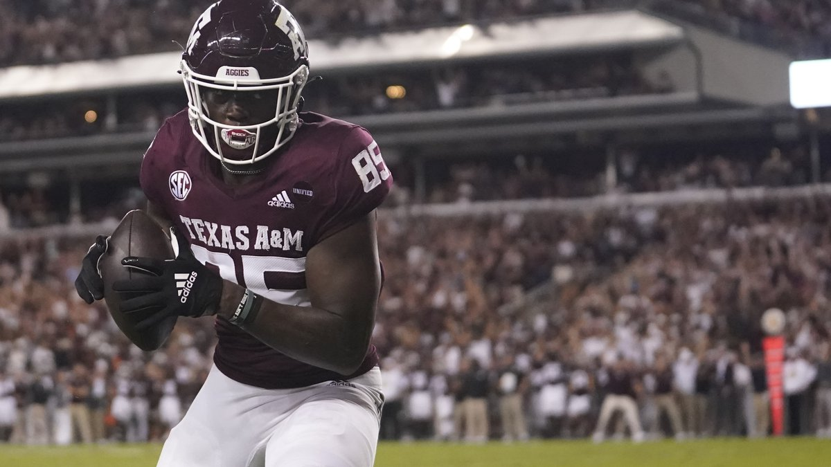Texas A&M tight end Jalen Wydermyer catches a pass for a touchdown against Alabama during the...