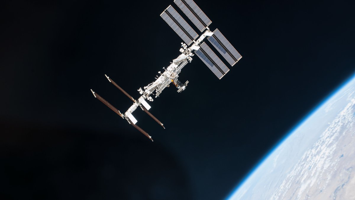 NASA and the Russian space agency are closer to locating an air leak in the Zvezda Service...