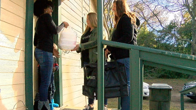 Waitr delivers free meal to family.
